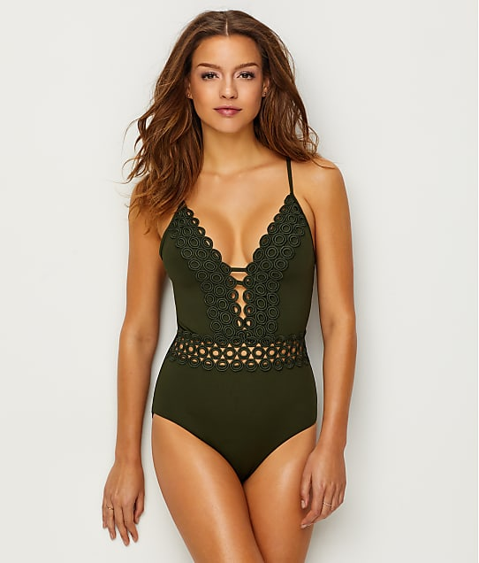 Becca: Siren Wire-Free Plunge One-Piece